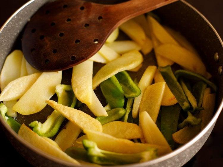 aloo capsicum recipe