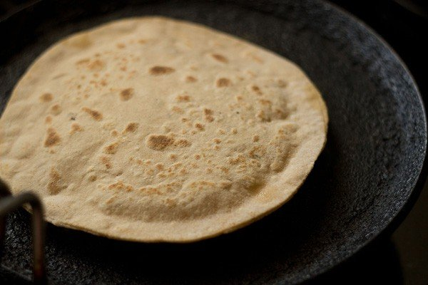 second side of cooked aloo paratha