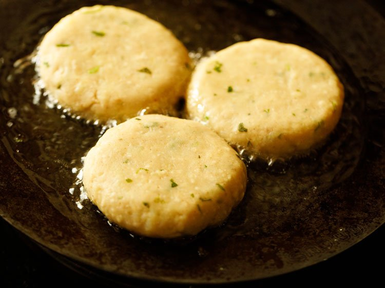beginning to pan fry aloo tikki
