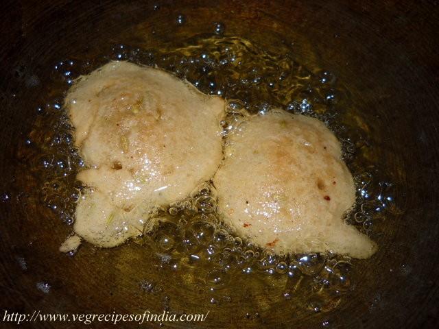 frying-pudas-in-oil