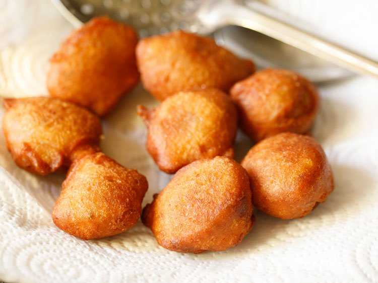 fried pua or gulgule placed on kitchen paper towels