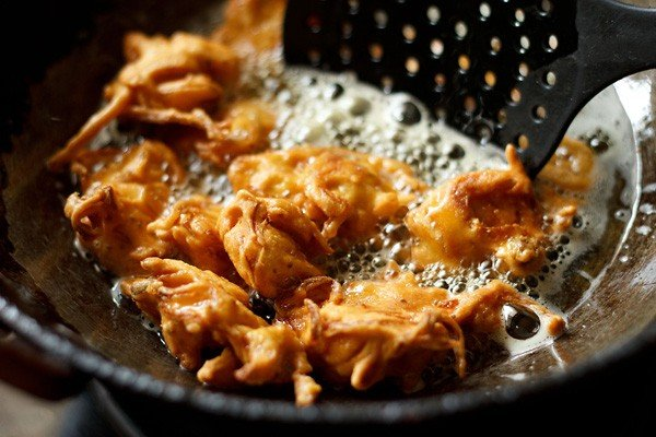frying onion pakora or onion fritters