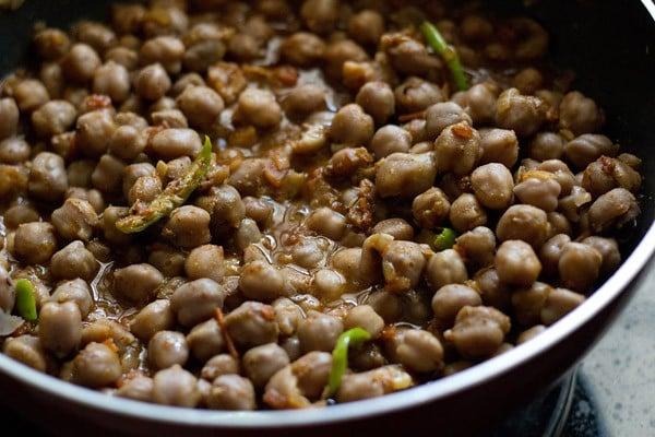 stir the chana masala