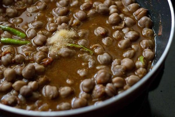 add salt to the punjabi chole masala