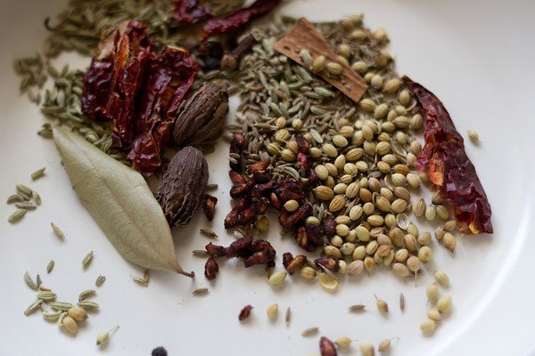 whole spices of chole masala
