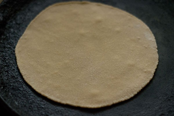 making rotis or phulkas recipe
