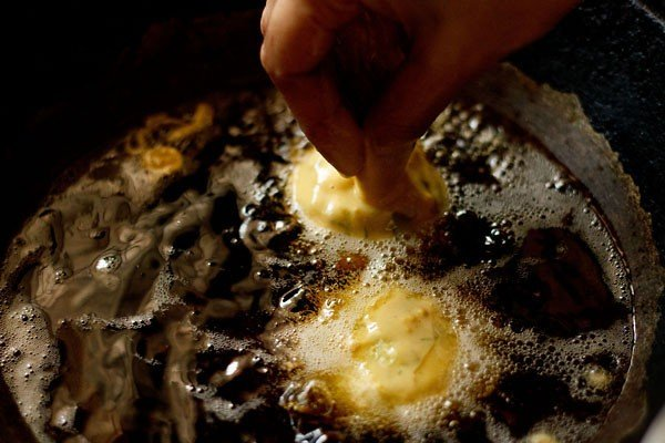 frying vada for vada pav recipe