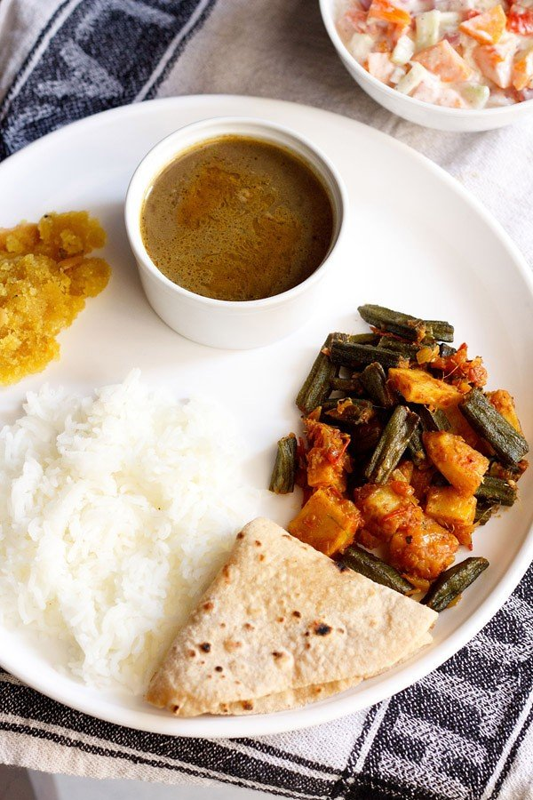 aloo bhindi recipe, how to make aloo bhindi sabzi | dry aloo bhindi