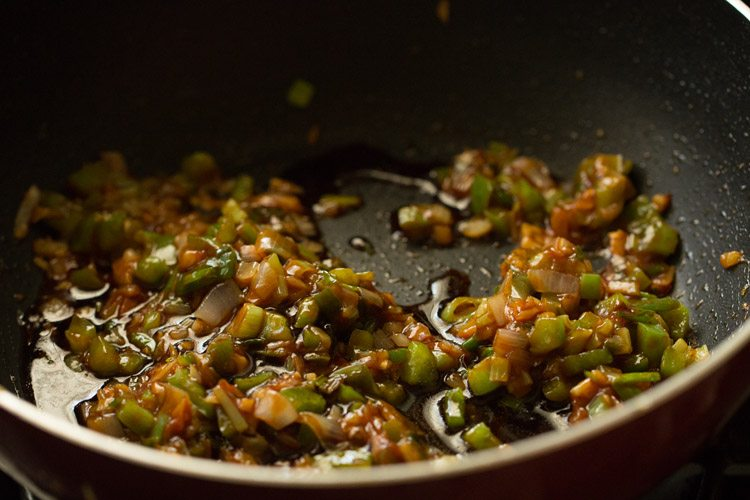 making gobi manchurian gravy recipe