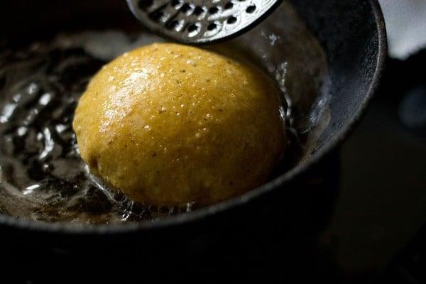 frying masala poori