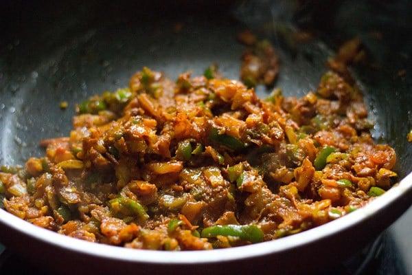 sauting capsium - making pav bhaji recipe