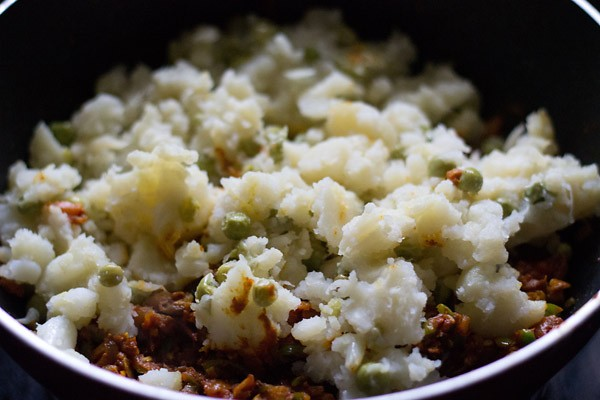 add vegetables - making pav bhaji recipe