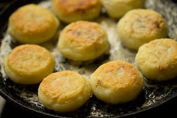 frying farali pattice
