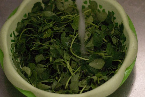 rinse methi or fenugreek leaves very well in running water