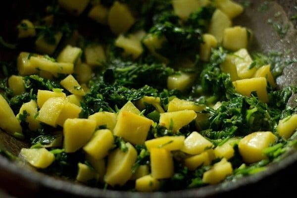 cooking aloo methi recipe