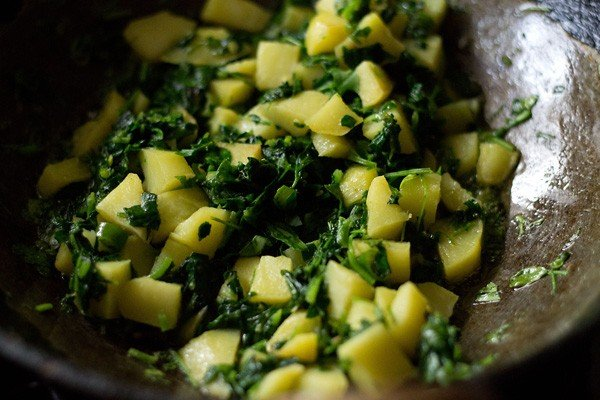 making aloo methi recipe, punjabi aloo methi recipe