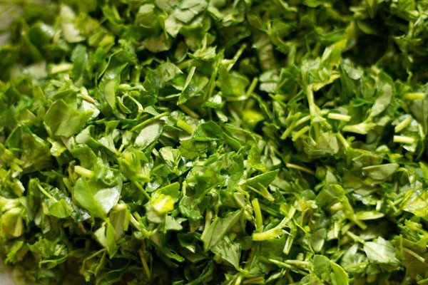 chop methi or fenugreek leaves