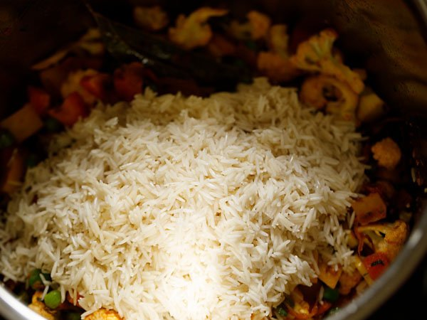 add soaked rice in instant pot