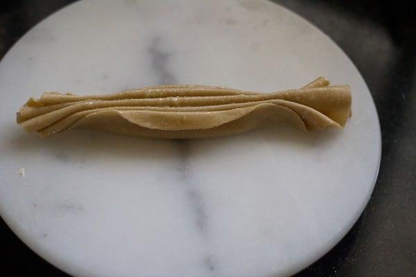 folding lachedar paratha - lachha paratha recipe