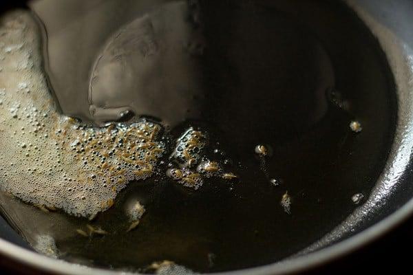 heat oil to make matar paneer bhurji