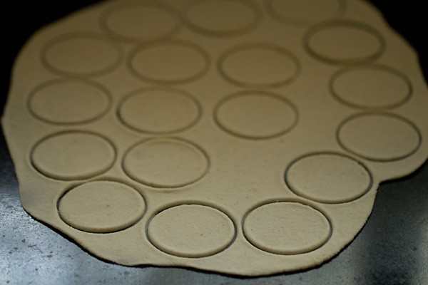 cutting puri dough