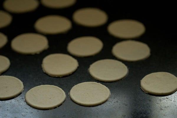 cut puri dough