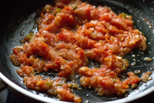 tomatoes to make baingan bharta recipe