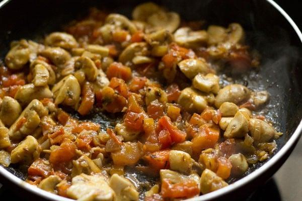 making paneer mushroom recipe