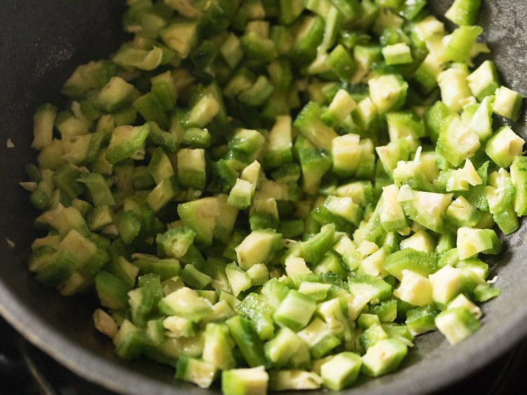 making karela sabzi recipe