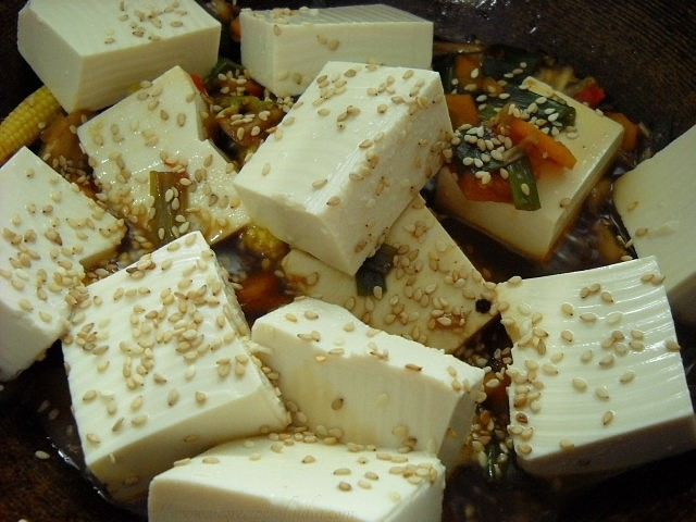 adding sugar soy sauce to thai veg tofu