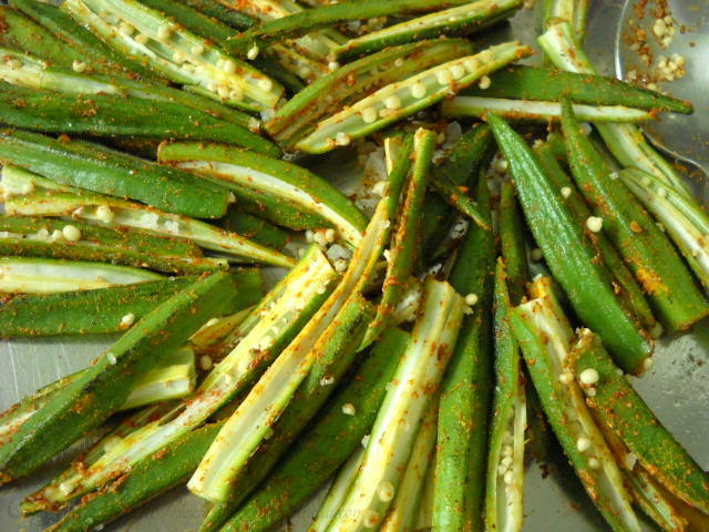 bhindi mixed with spice powders