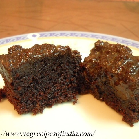 How to bake an eggless chocolate cake in a pressure cooker