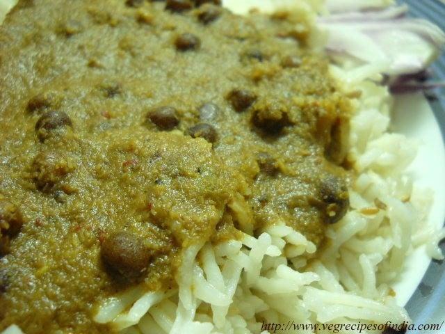 kala-vatana-sambar-with-rice