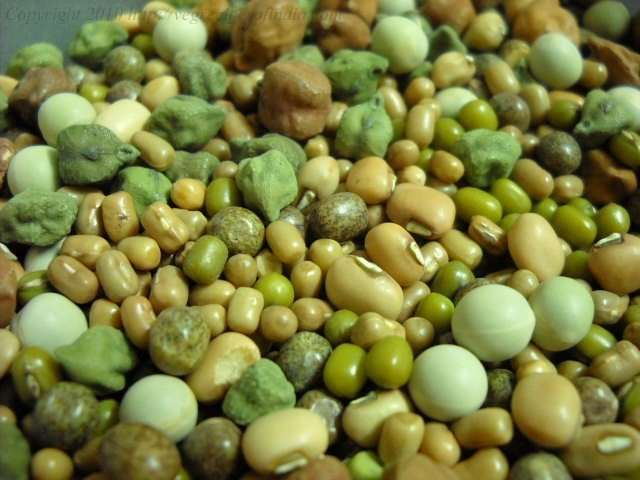 making mixed beans sprouts