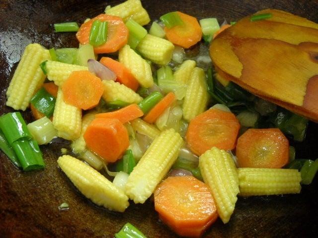 sauting-vegetables-in-oil