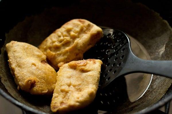 how to make bread pakora at home