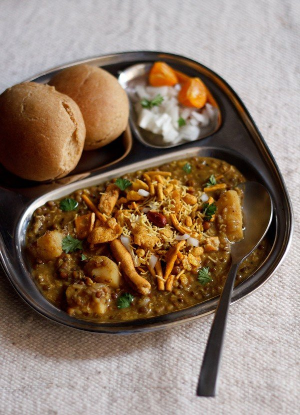 misal pav recipe, how to make maharashtrian misal pav recipe