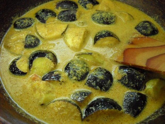 adding salt to bharli vangi
