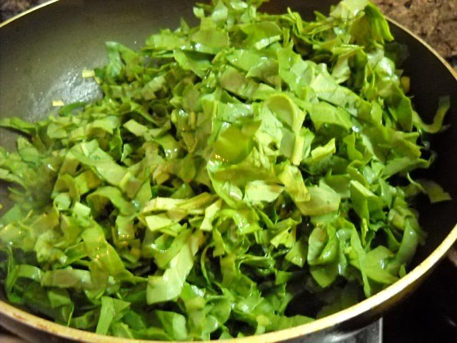 adding spinach to make corn palak recipe