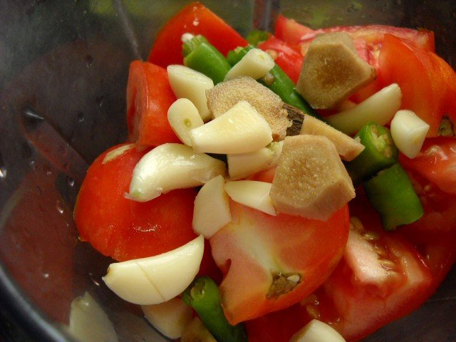 ginger garlic added to tomato rice recipe