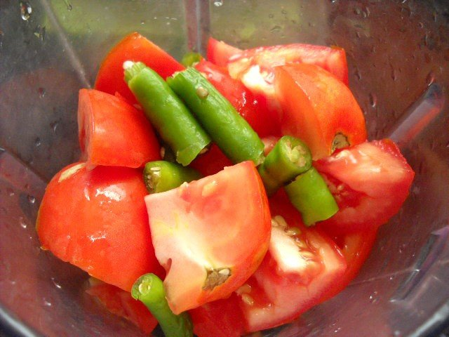 green chili with tomatoes to make tomato rice recipe