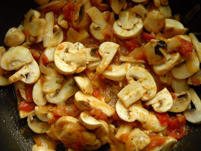 making tomato mushroom penne pasta recipe