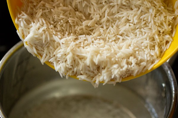 adding rice to hot water