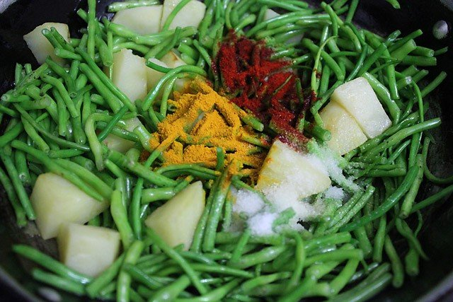 making aloo moongre ki sabzi recipe