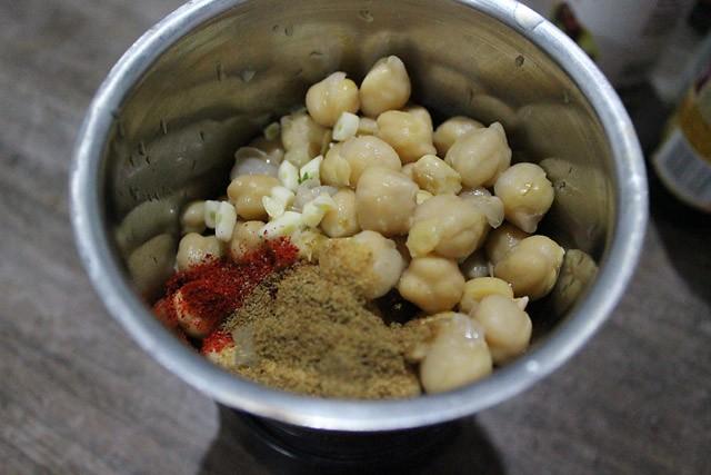hummus garlic