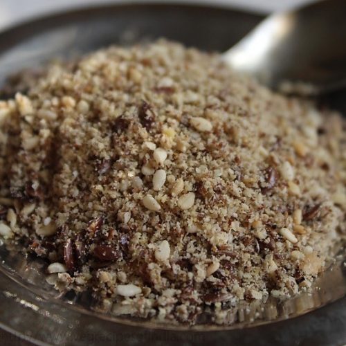 sesame seeds and flax seed health blend
