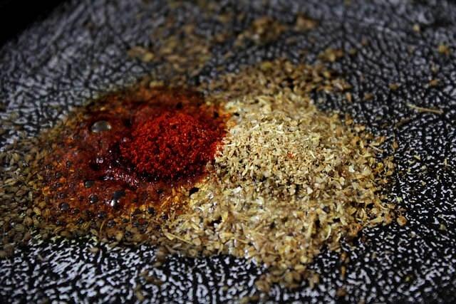 add spices to sukhi arbi recipe