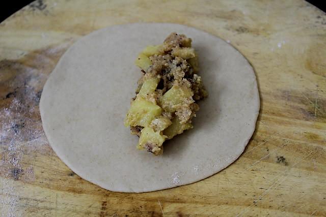 preparing apple gujiya recipe