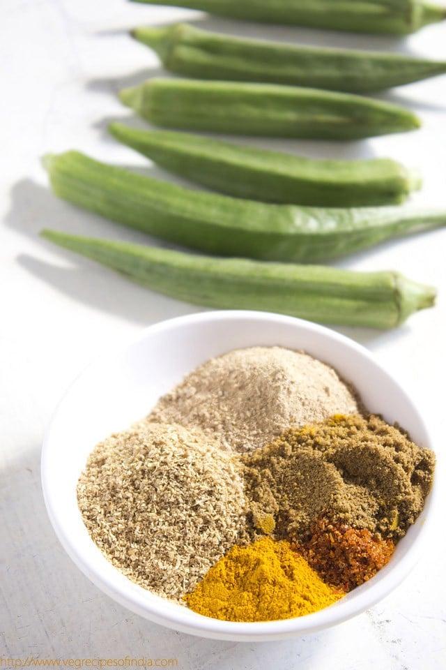 making bharwa bhindi recipe, making stuffed bhindi recipe