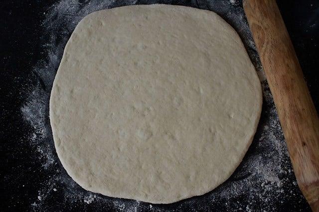 assembling veg pizza